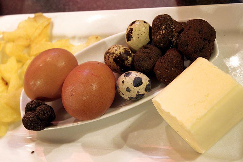 Plato de trufa negra con huevos y mantequilla de Soria